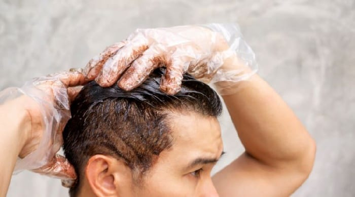 men dyeing his own hair