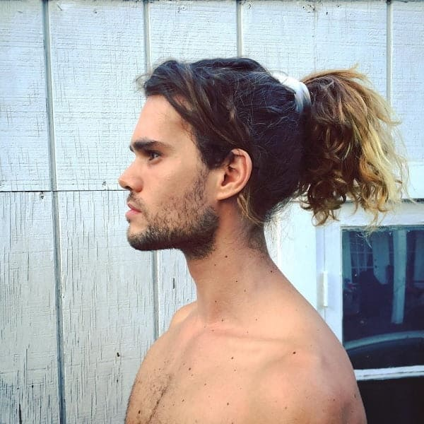 men's ponytail hairstyle